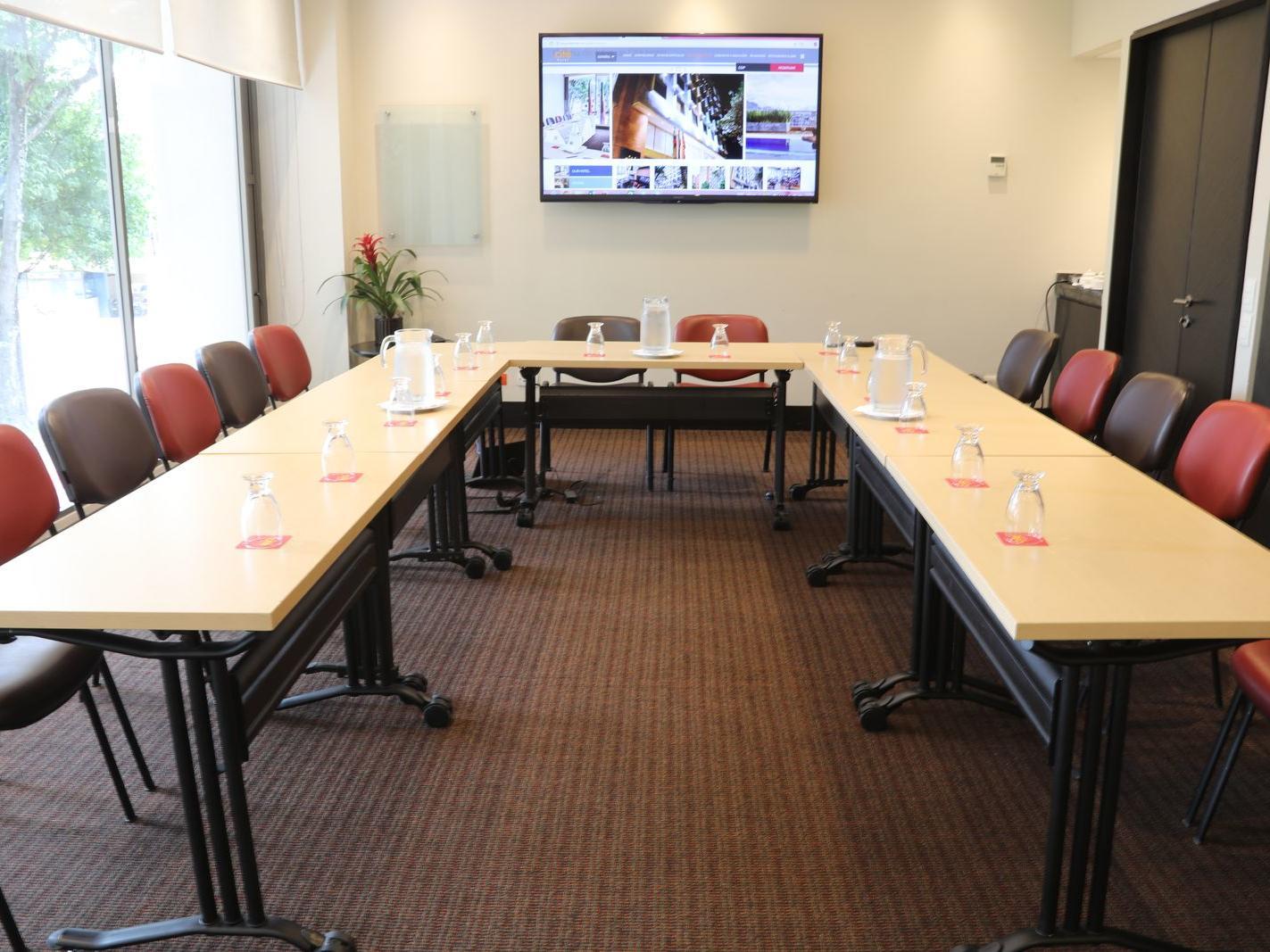 u-shaped boardroom