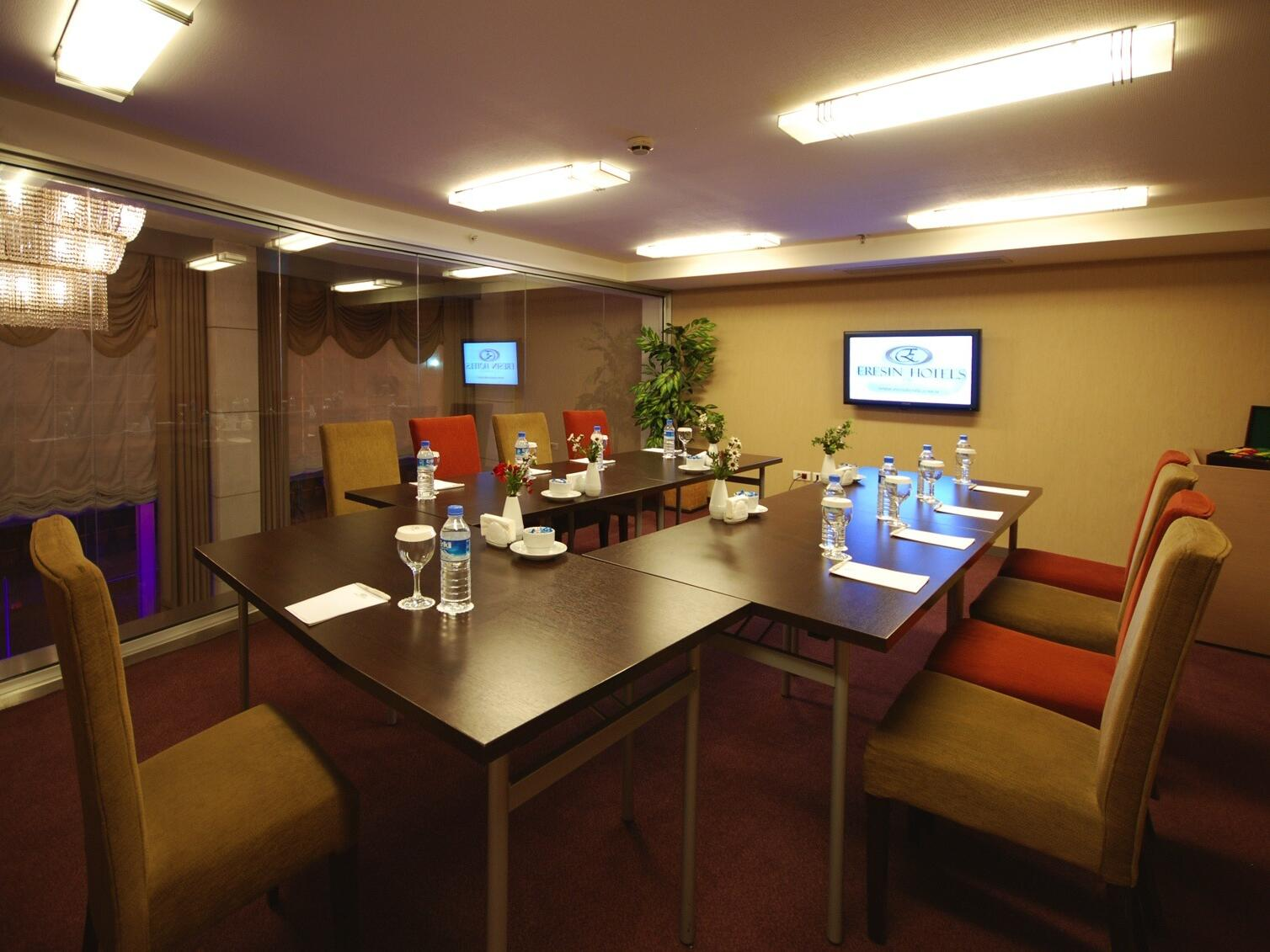 Inerior dining area at Eresin Taxim Premier