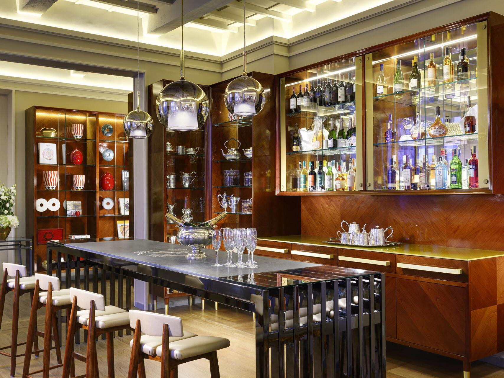 Open bar  at Grand Hotel Minerva