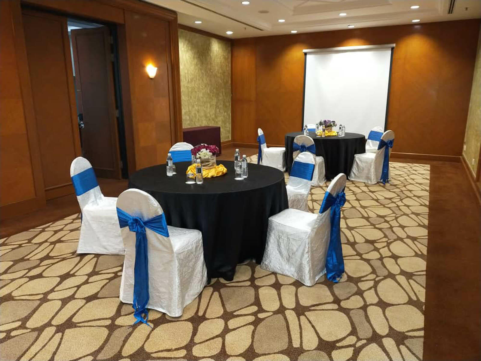 The Sunagi Ujong meeting room arranged with round tables and chairs