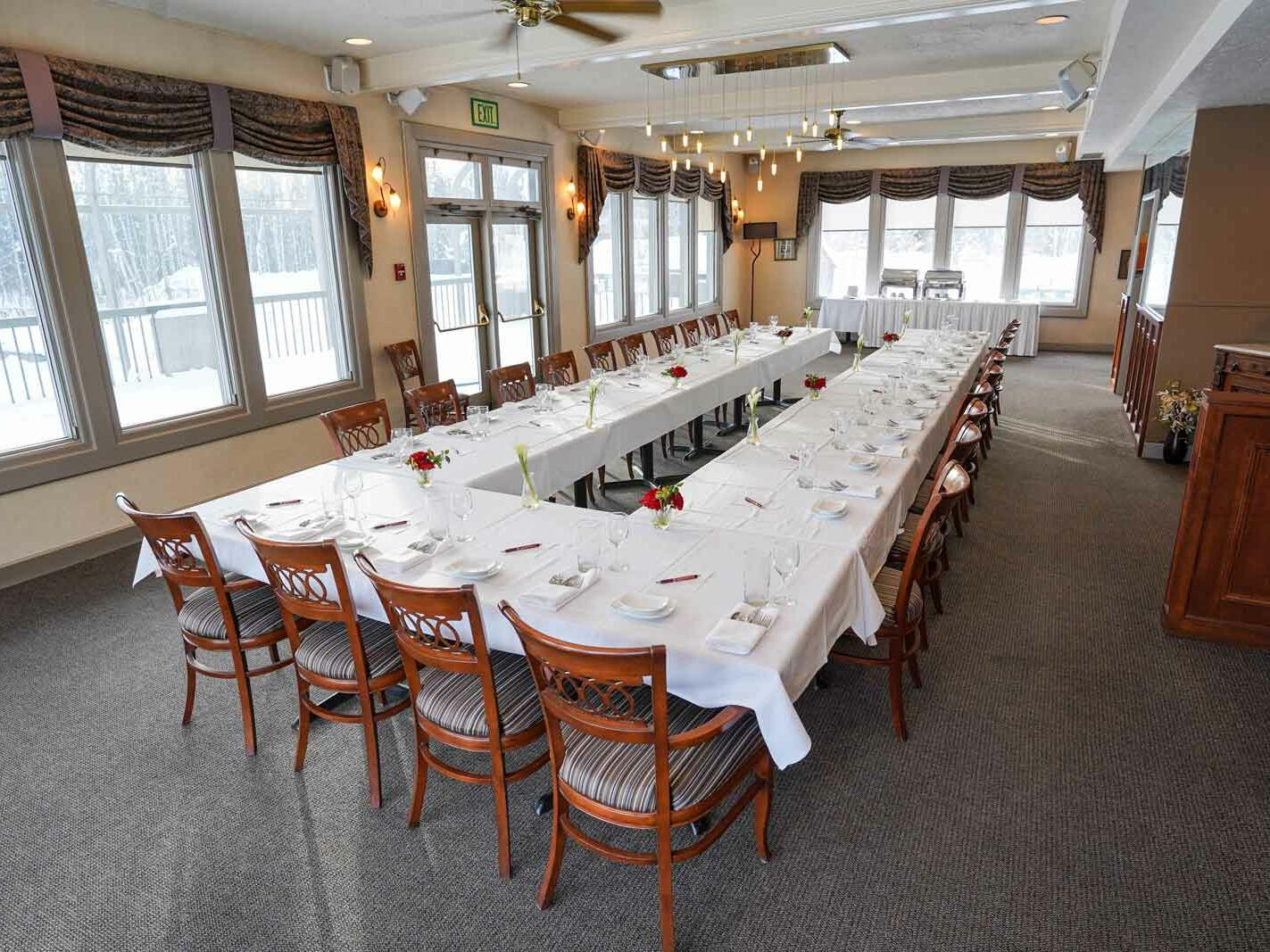 Zach's Restaurant for conferences at Sophie Station Suites