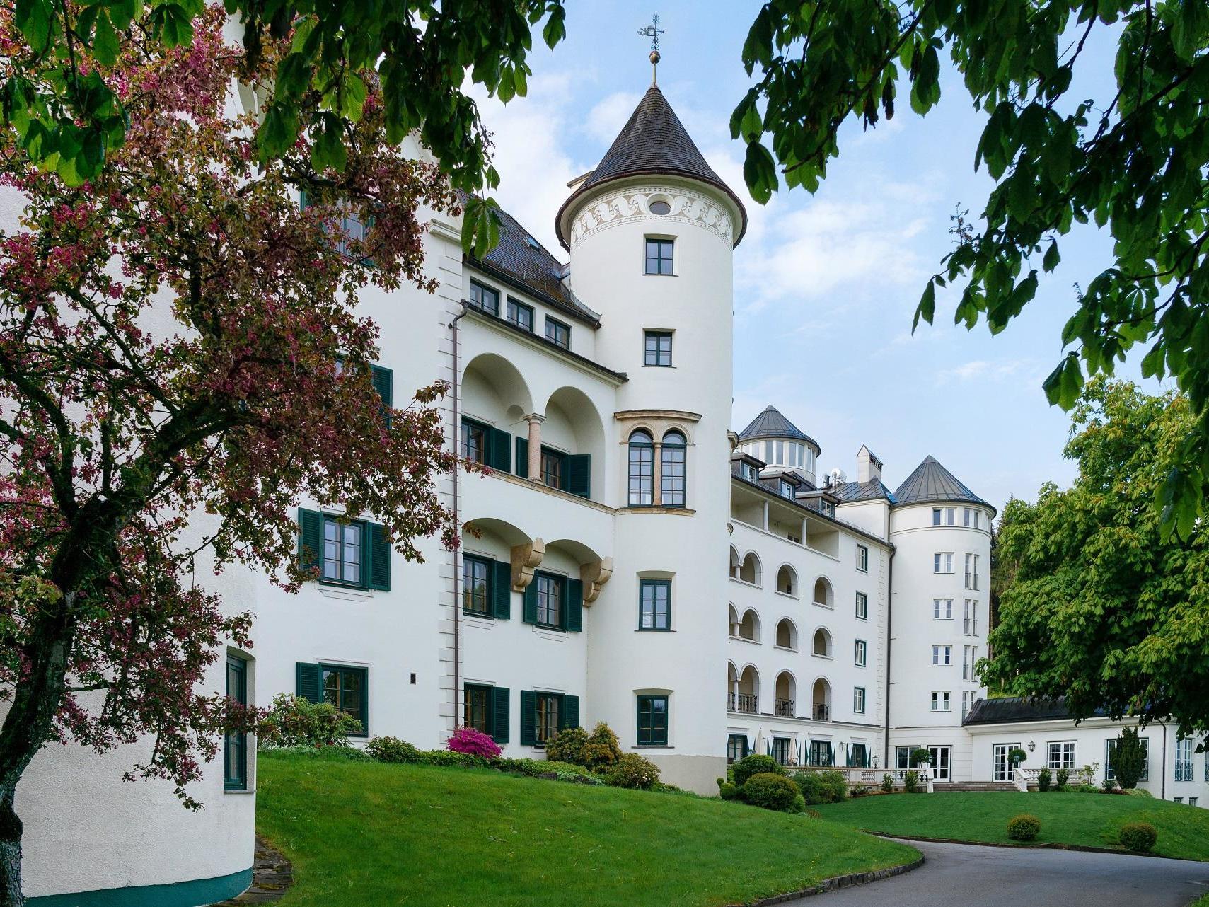 exterior view of Schloss Pichlarn