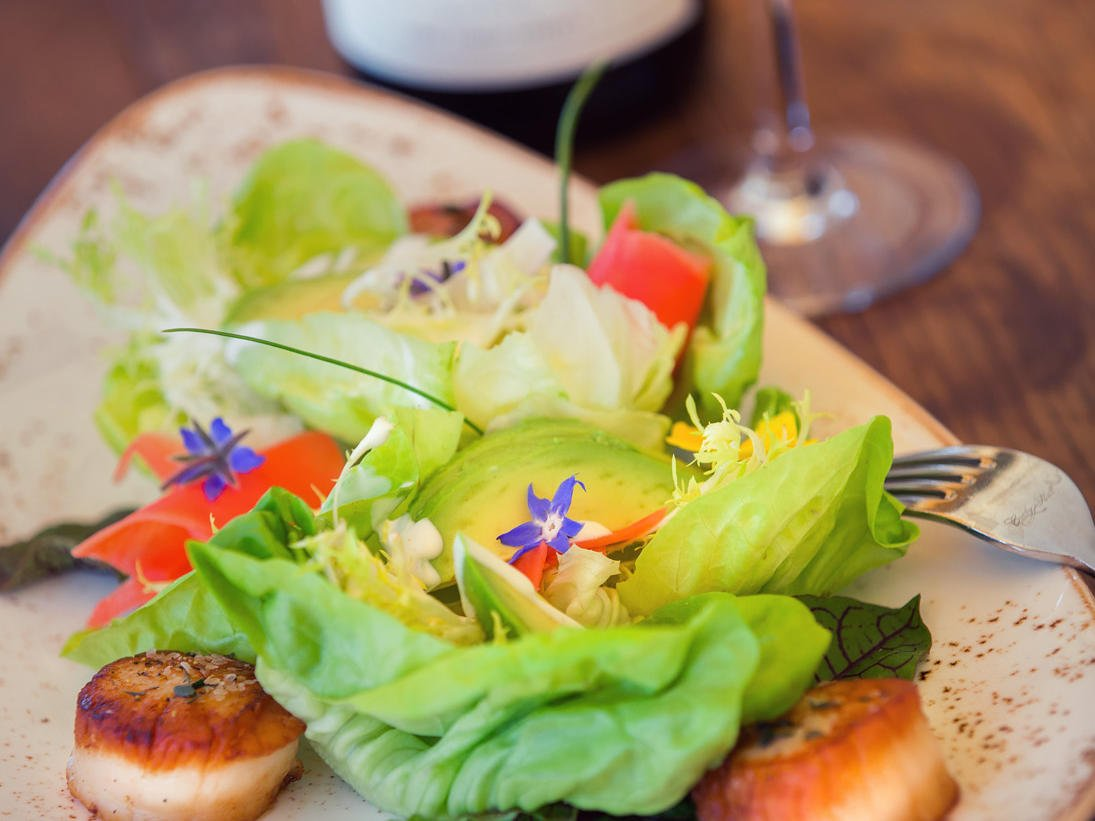 Scallop salad with wine glass and bottle of Allegretto wine