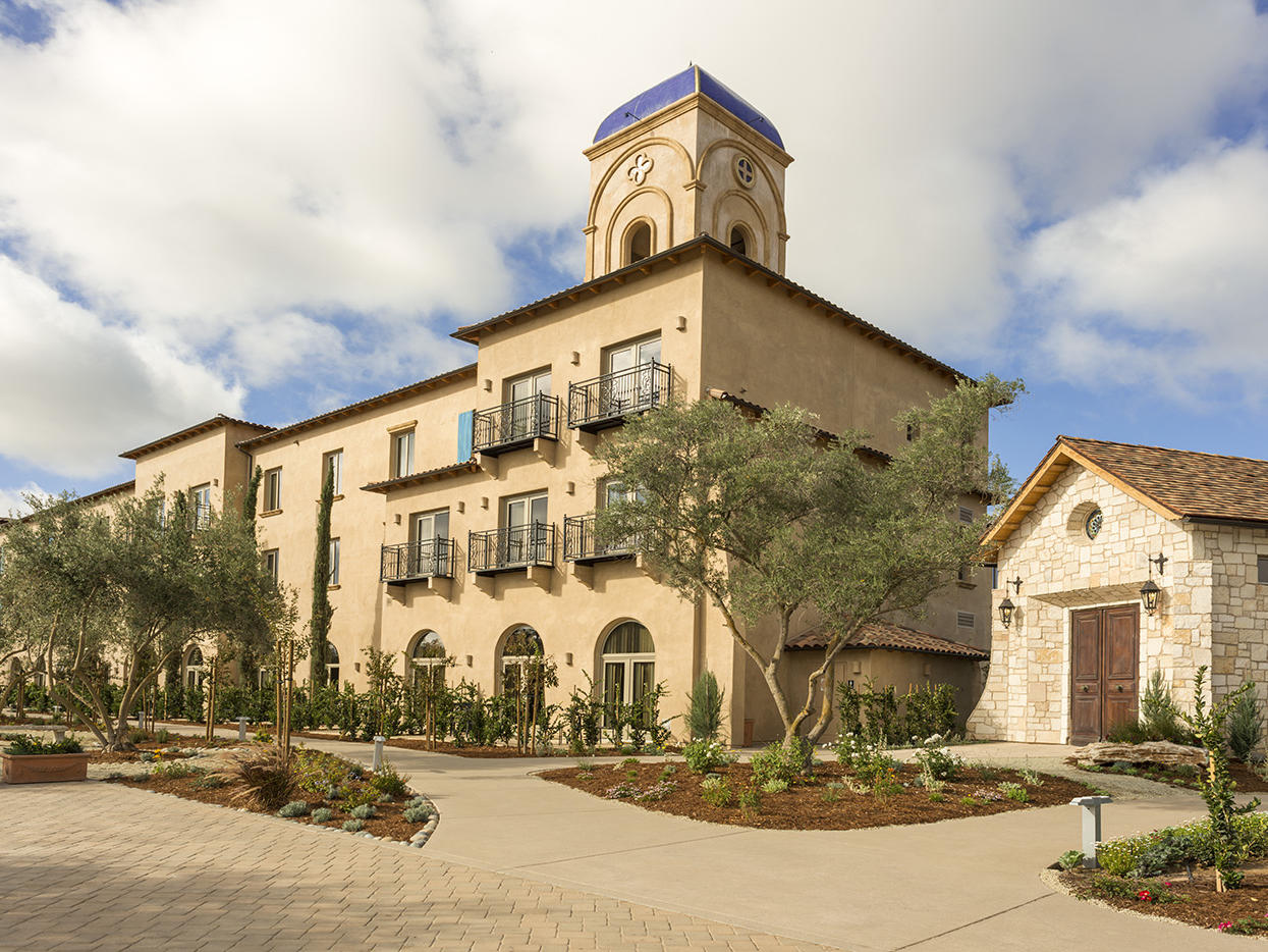 Exterior of Allegretto Vineyard Resort and courtyard