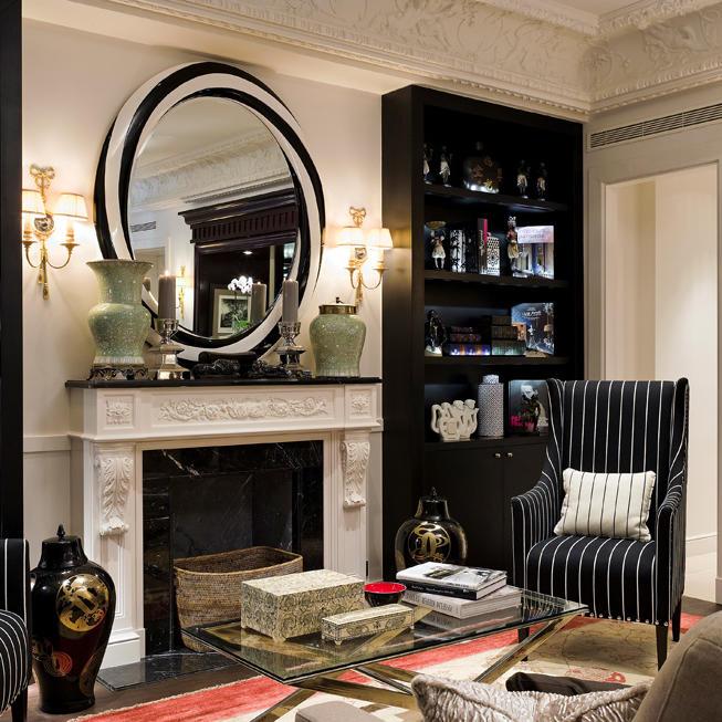 Living area at Hotel Keppler Paris
