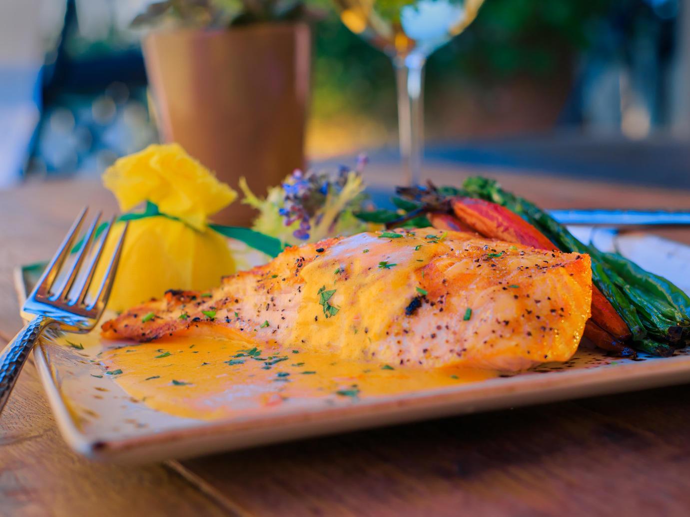 Salmon and veggie entree