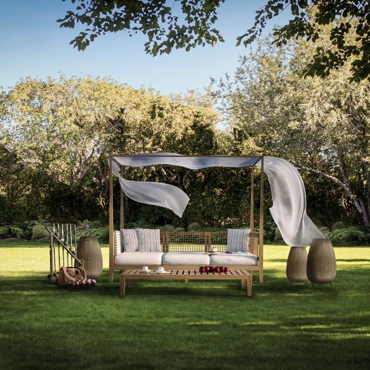 Outdoor Space with Lawn Chairs, The Roundtree, Amagansett, Hotel in Hamptons