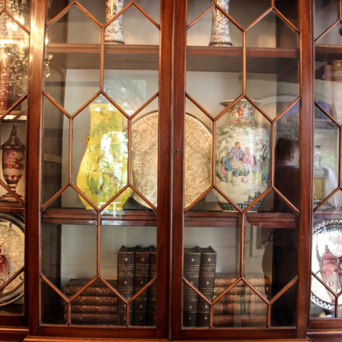 A cabinet with ornaments at St. James Hotel