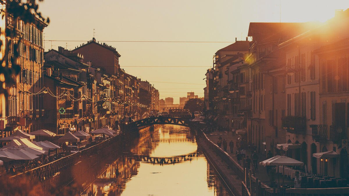 A Walking Tour of the Navigli Canals to Discover Old Milan