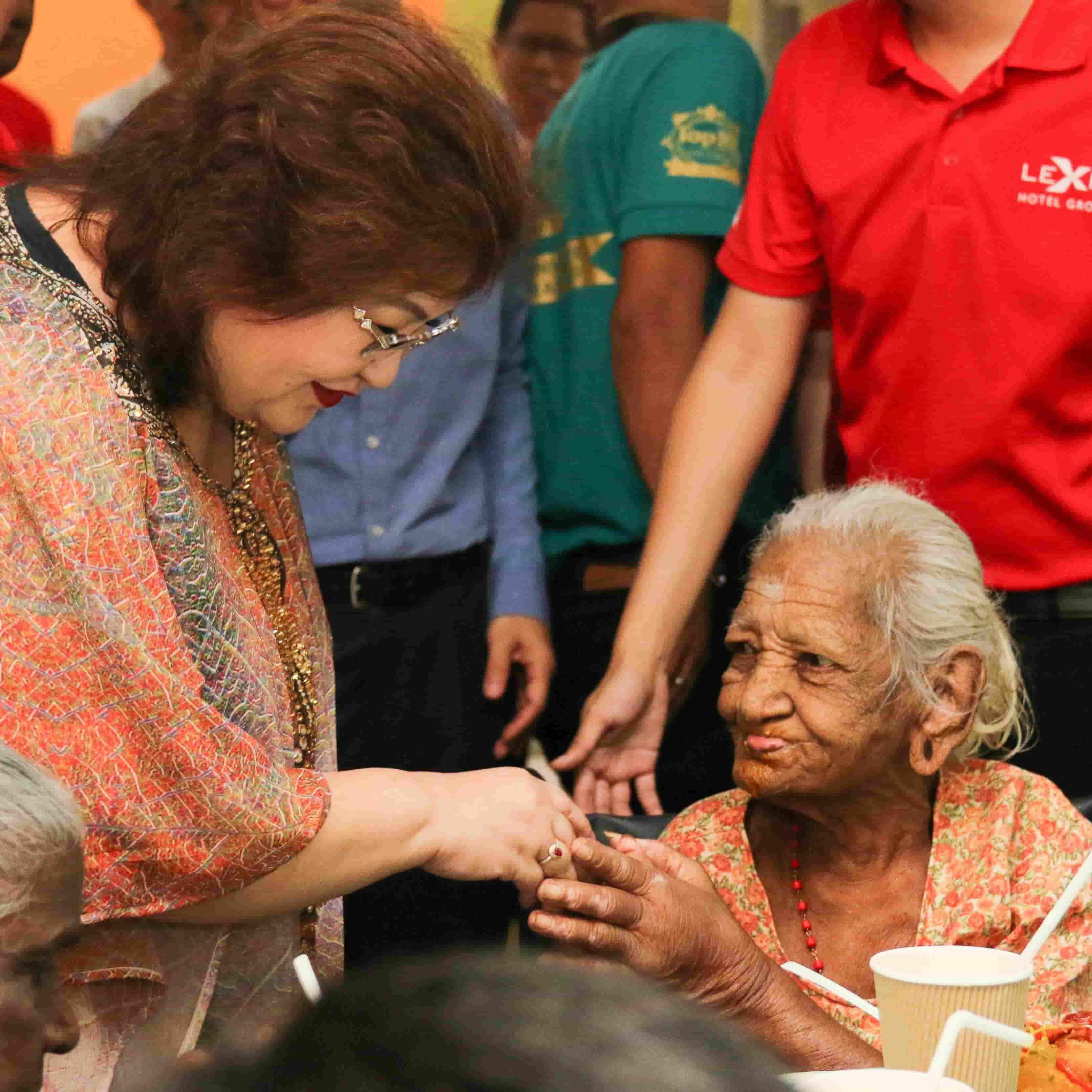News 2018 - Treat Old Folks During Deepavali | Lexis® Hotel Group