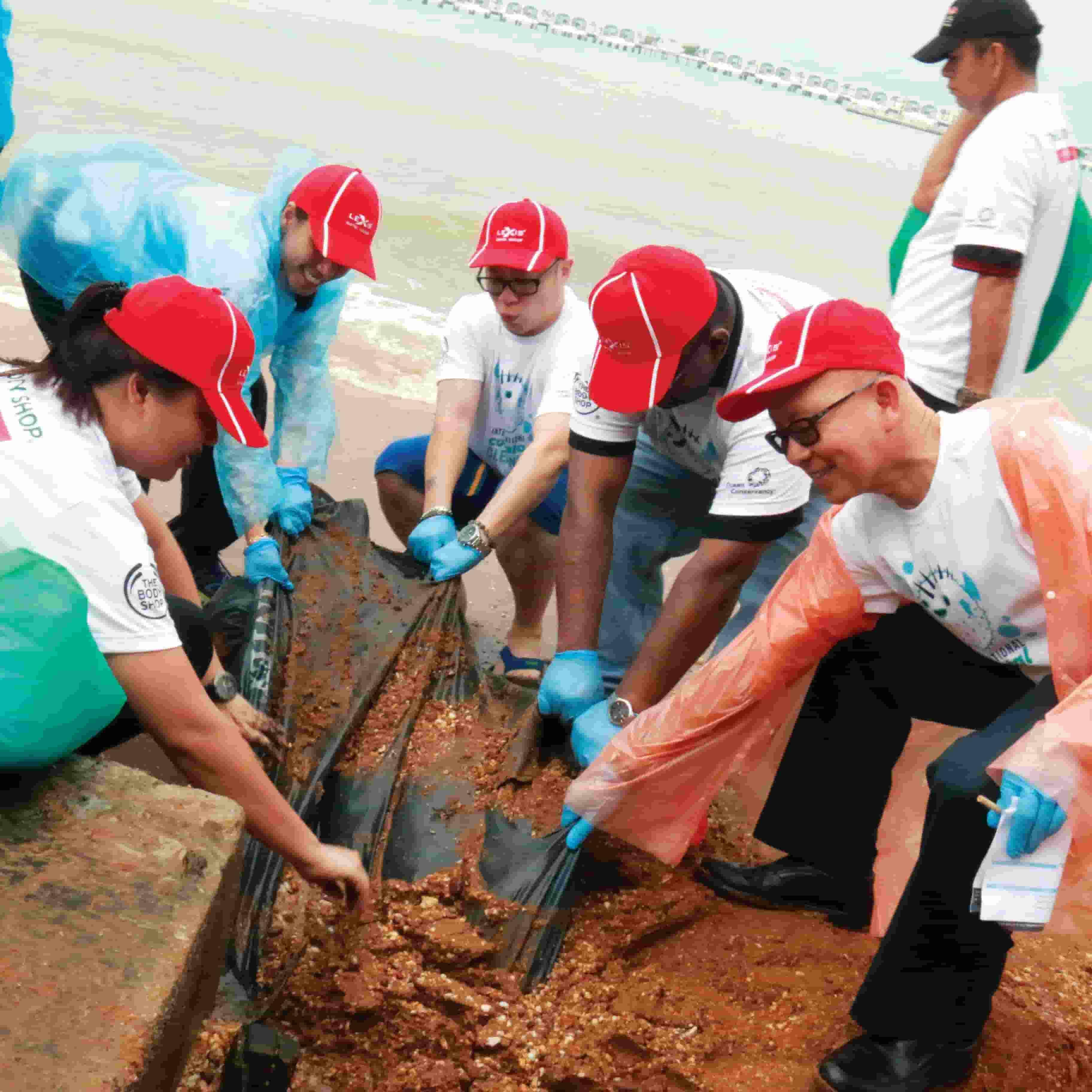 News 2018 - Coastal Clean-up With The Body Shop | Lexis Hibiscus® Port Dickson