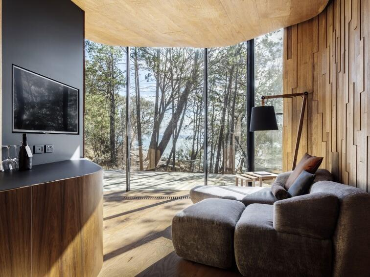 Living area in Coastal Pavilion Bay at Freycinet Lodge