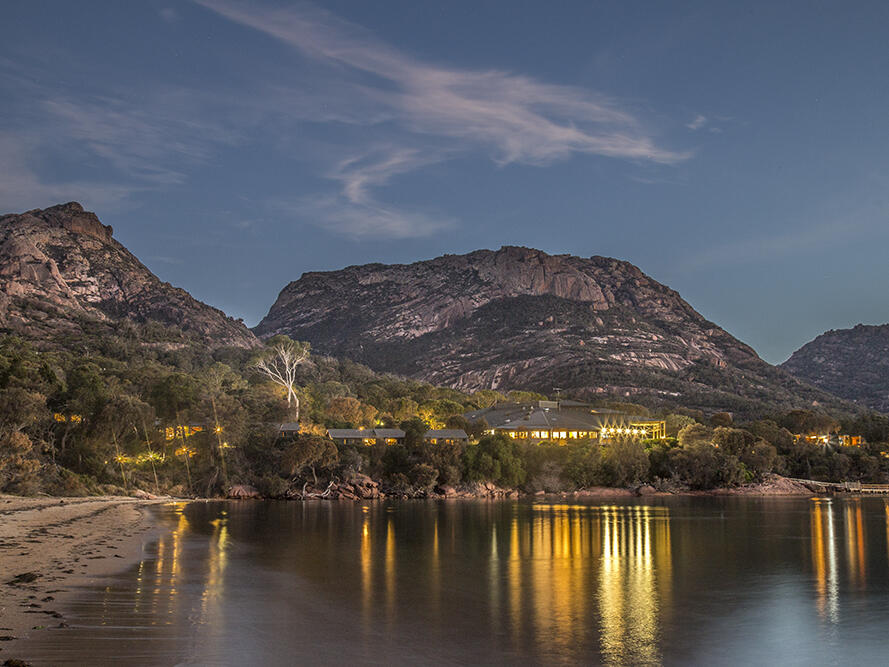 Exterior view at the night in the Freycinet Lodge with bay
