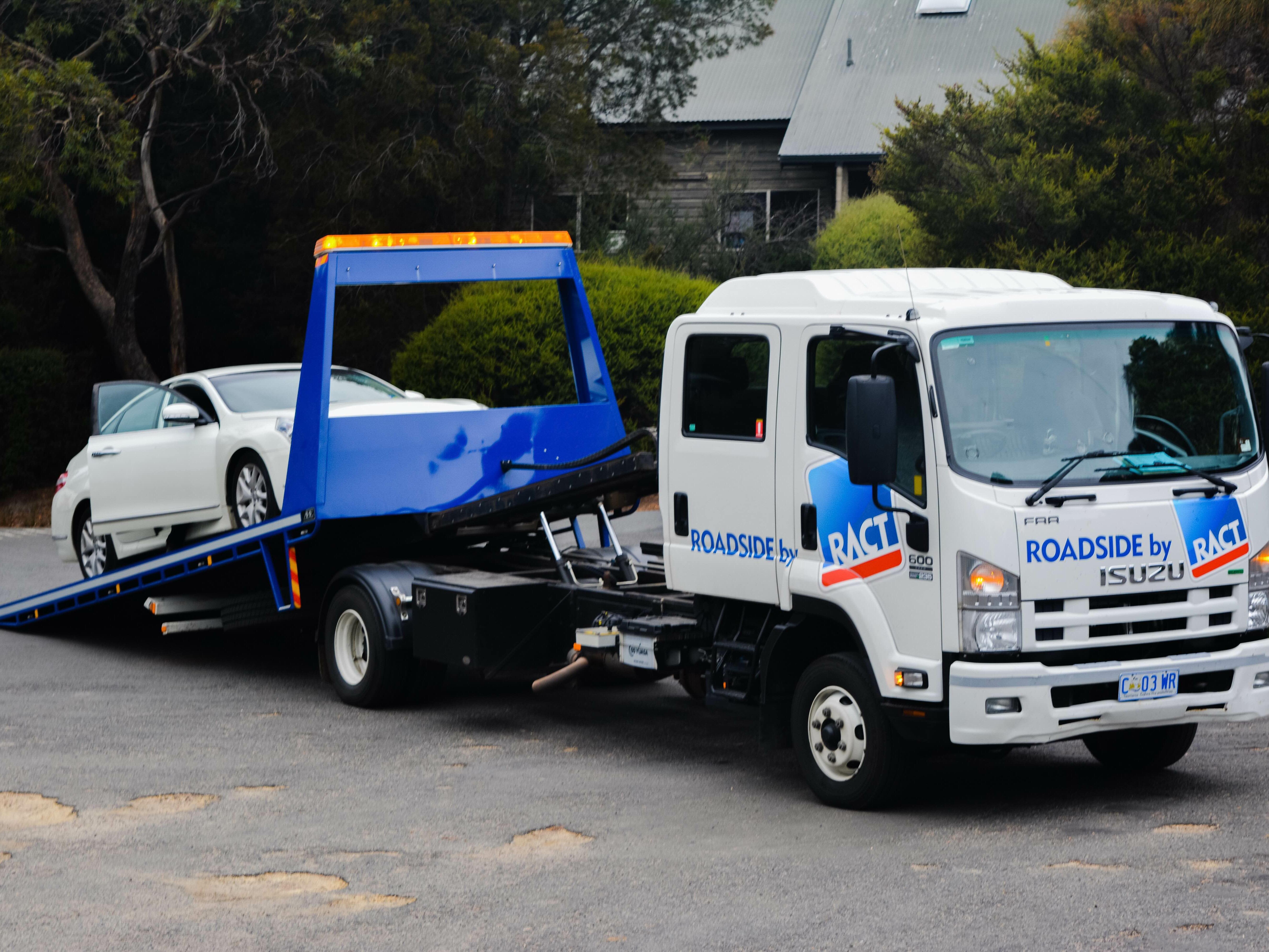 Tow Truck caring a car near the  Freycinet Lodge