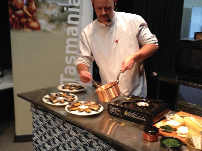 Cheff cooking at Tasmania in Freycinet Lodge