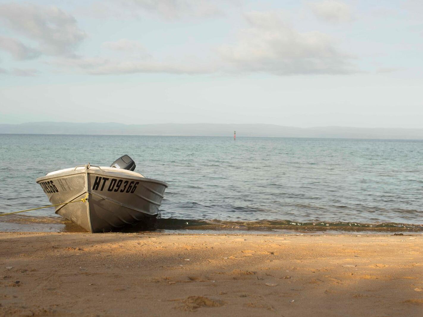 boat at the beach near the Freycinet Lodge
