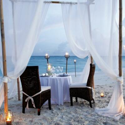 Table arrangement for a romantic dinner by the sea at Somerset