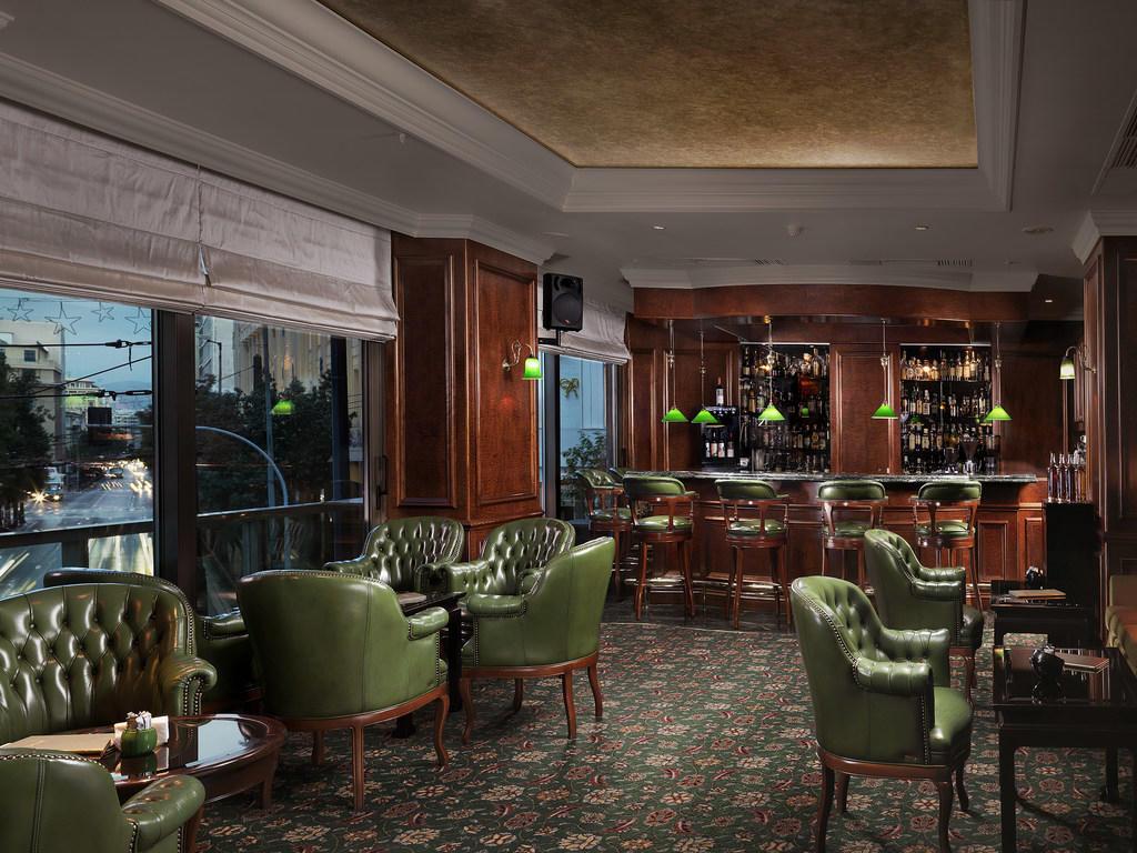 Explorer Bar Room