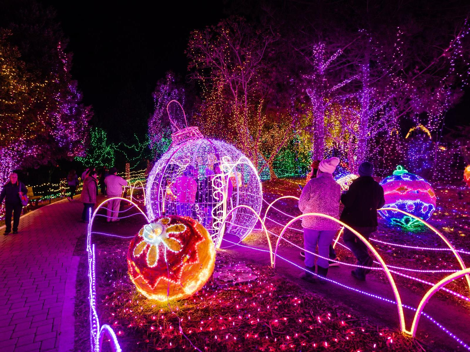 Beautiful Christmas decorations at the Oregon Garden Resort