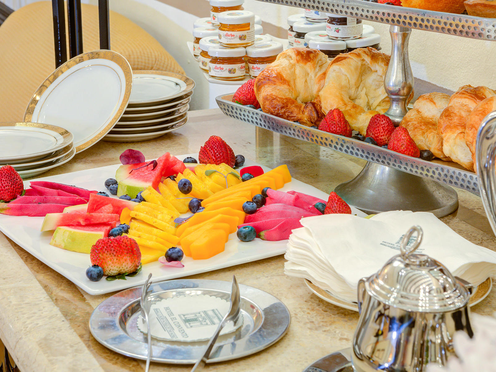 breakfast and brunch catering setting
