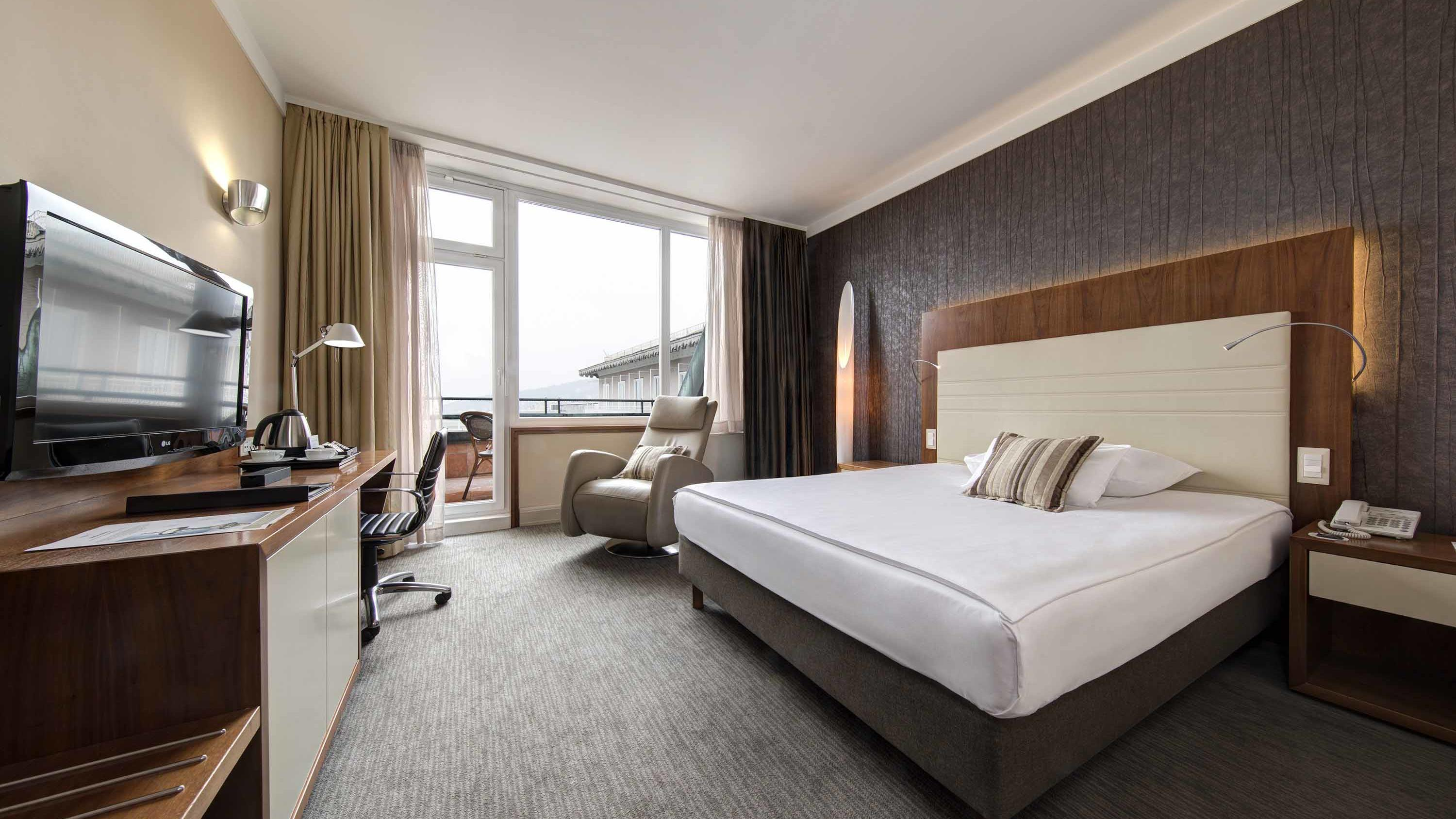 Business Executive Queen at Grand Hotel Union in Ljubljana