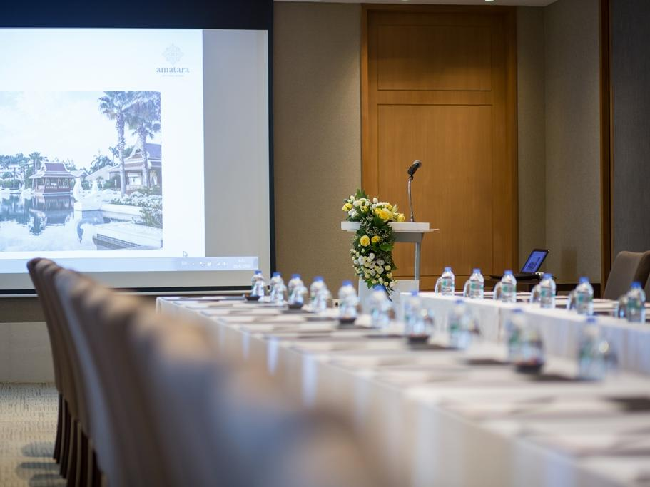 Luxury meeting room