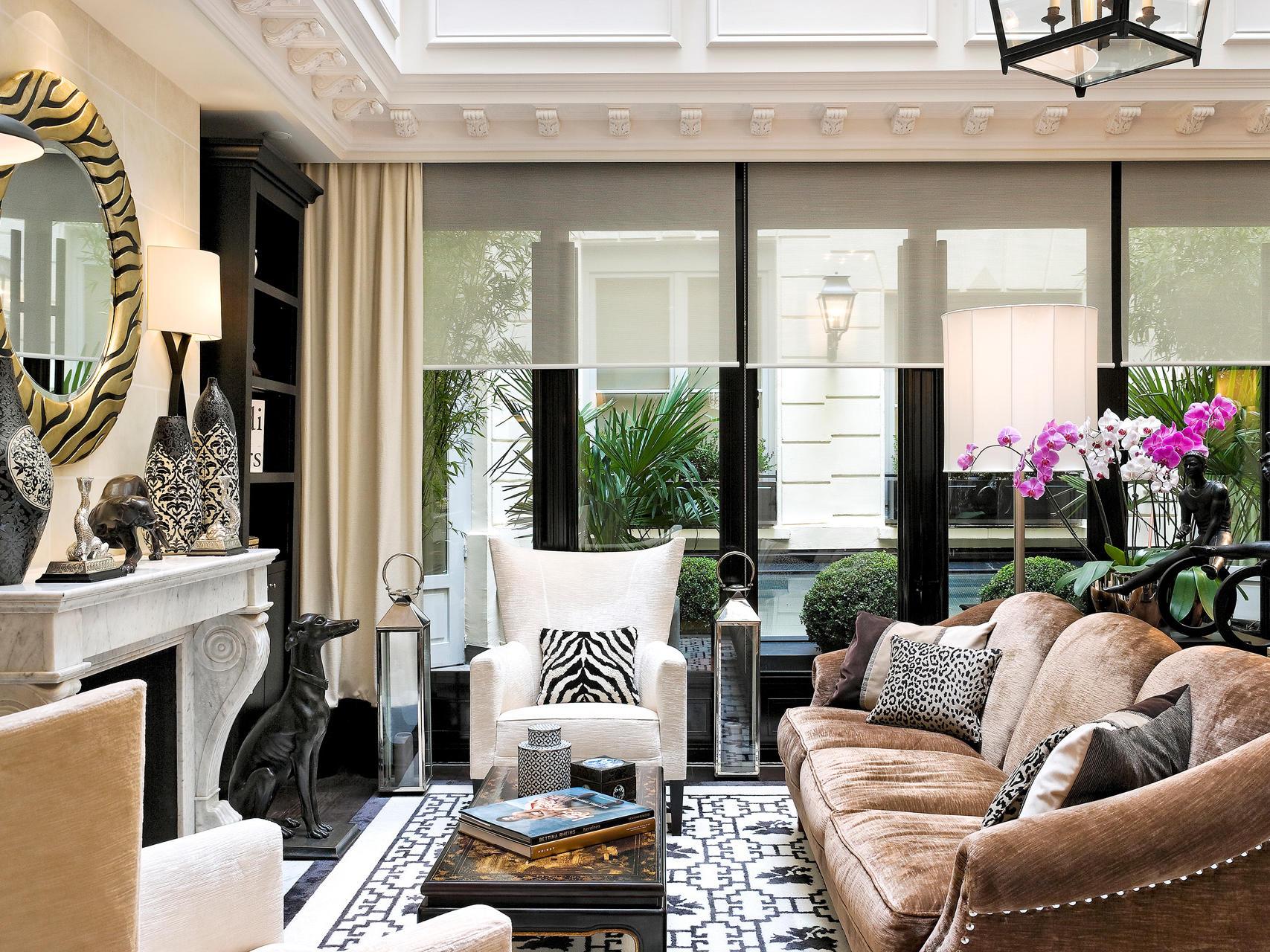 Living room area at Hotel Keppler Paris.