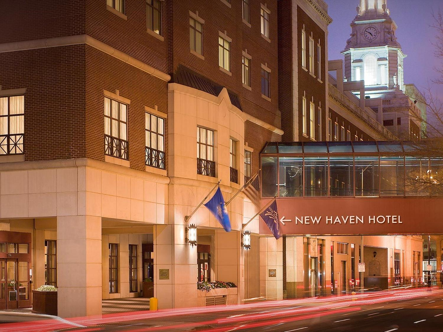 front of the new haven hotel