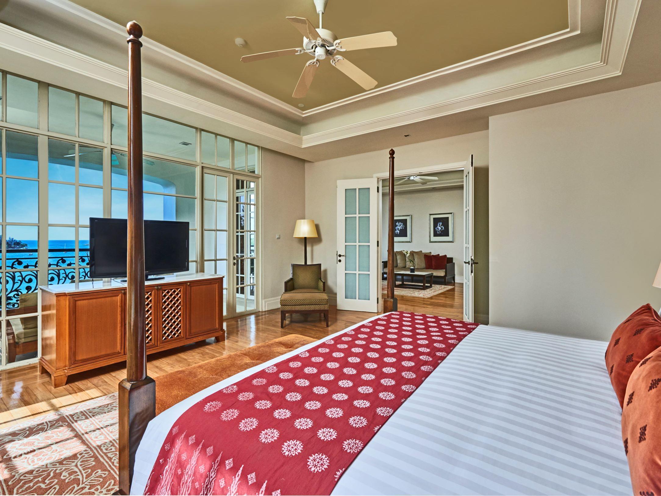A bedroom that overlooks the ocean