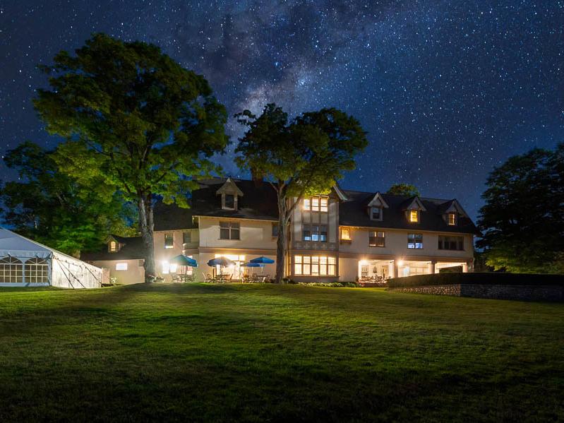 Inn at Stonecliffe at night