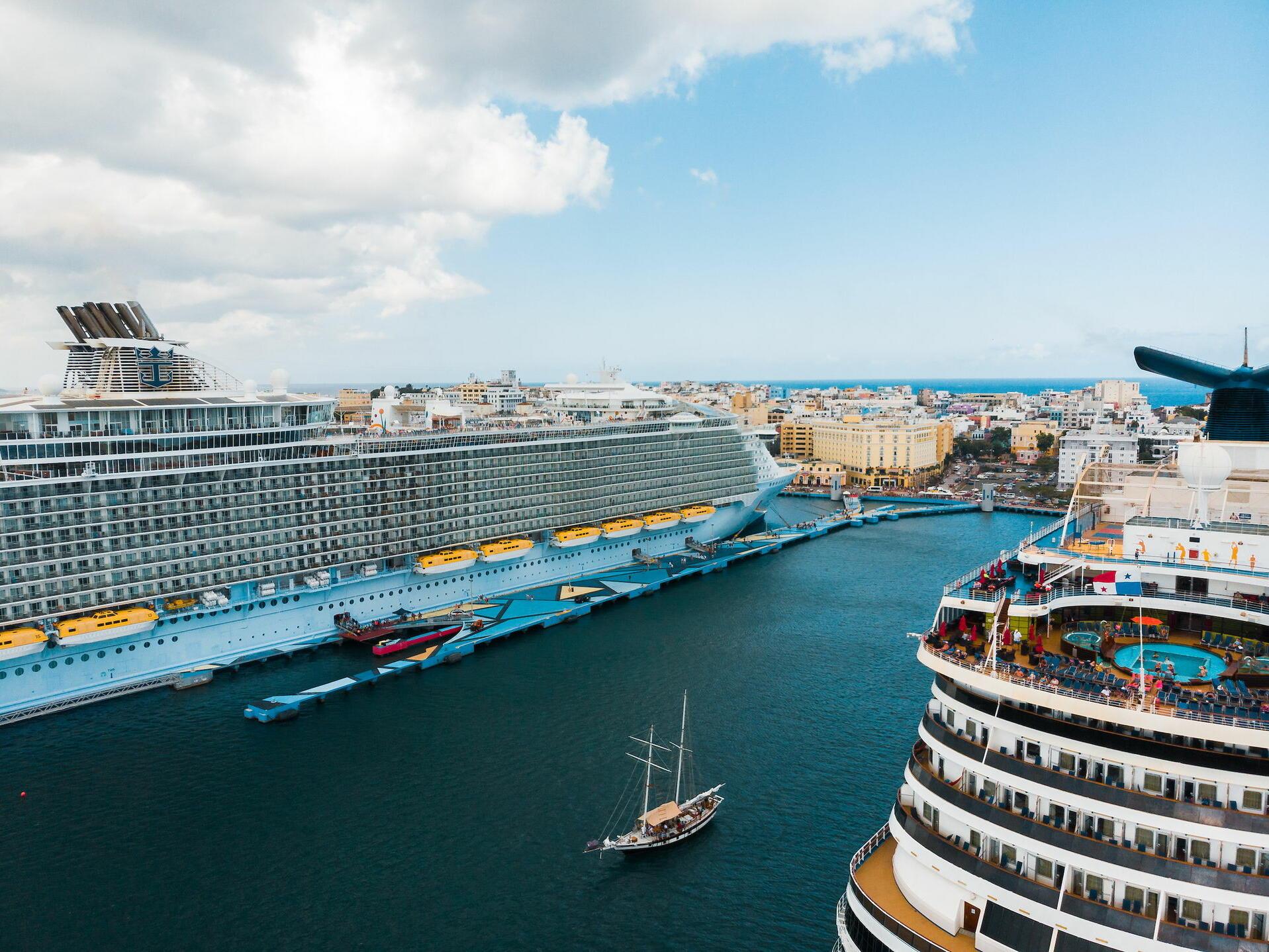 two cruiseships
