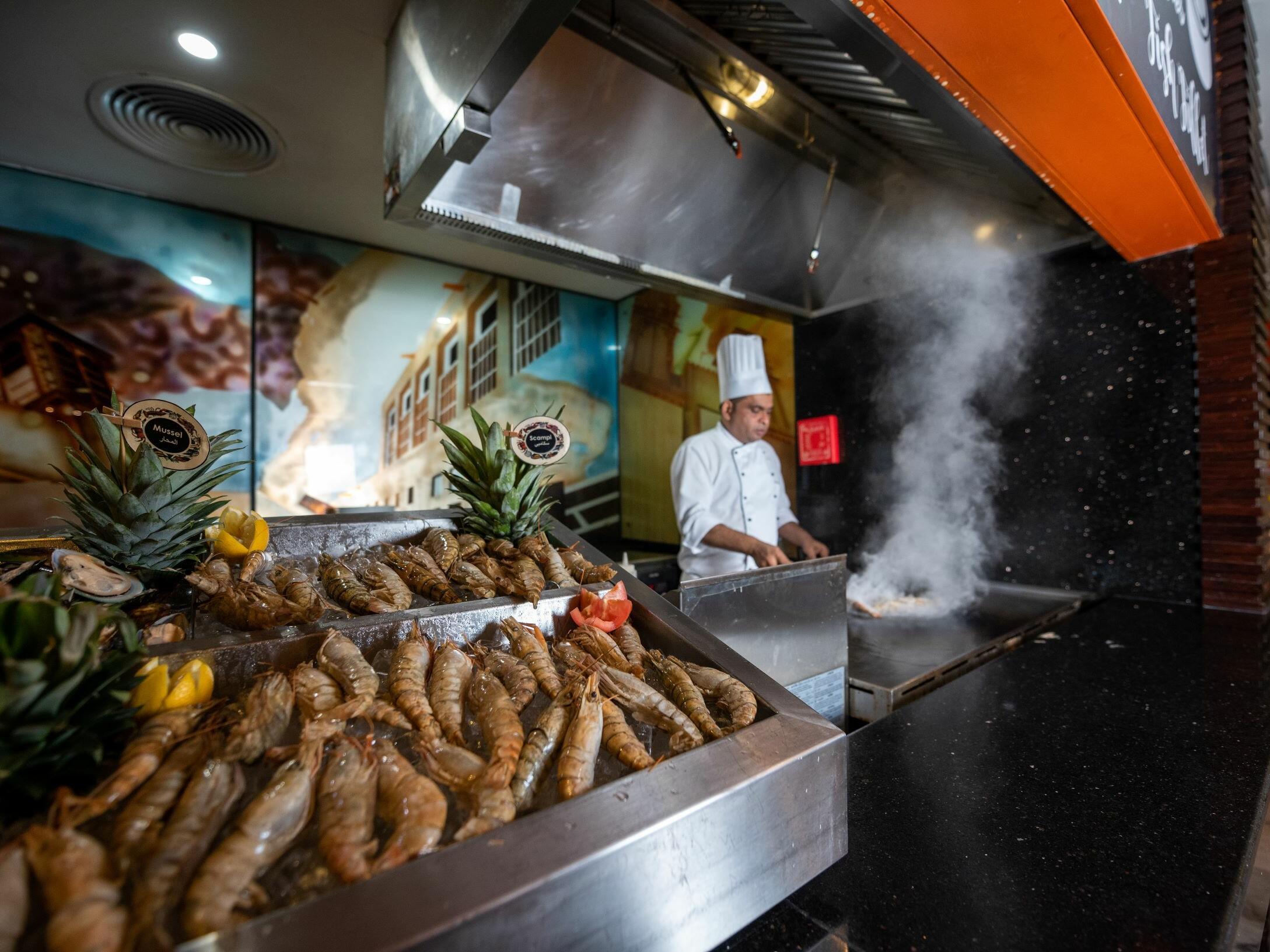 Ghaya Grand Hotel Dubai - Fusion Seafood Live 1