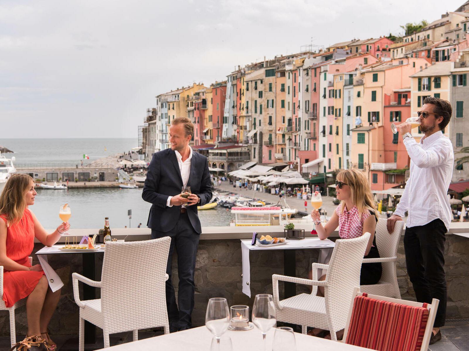 Party at balcony - Grand Hotel Portovenere