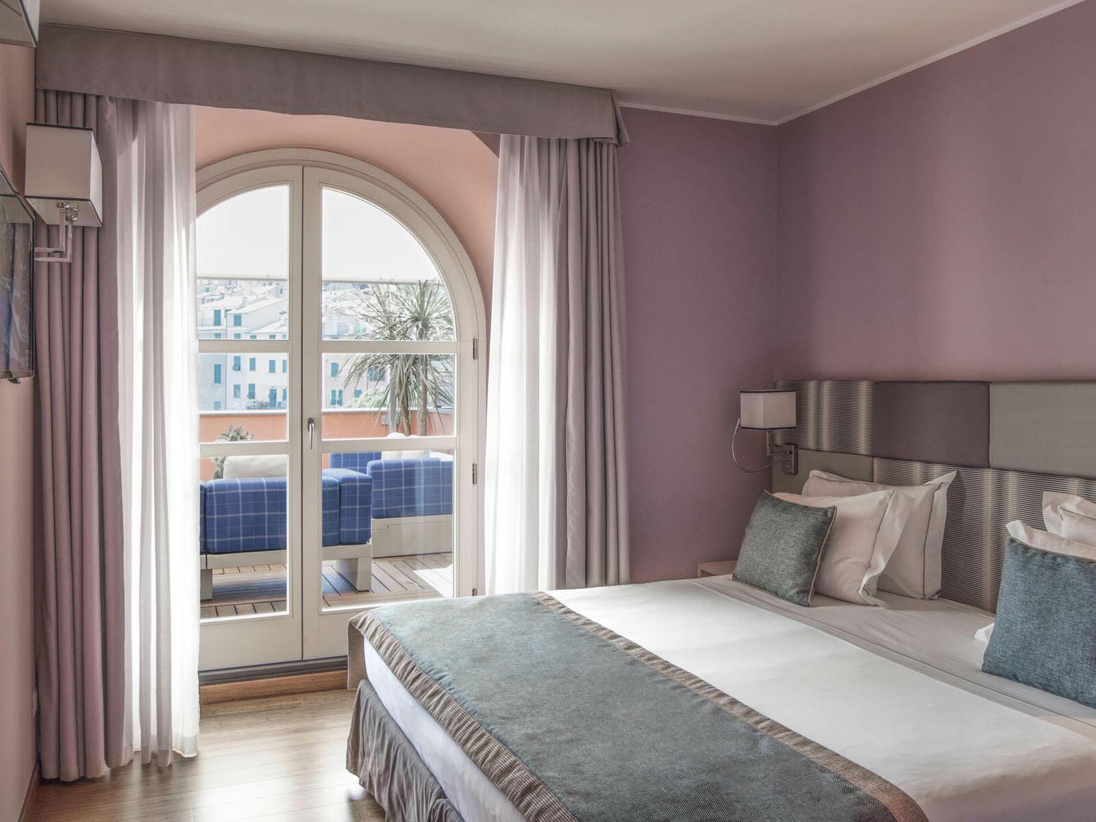 Comfy Bedroom - Grand Hotel Portovenere