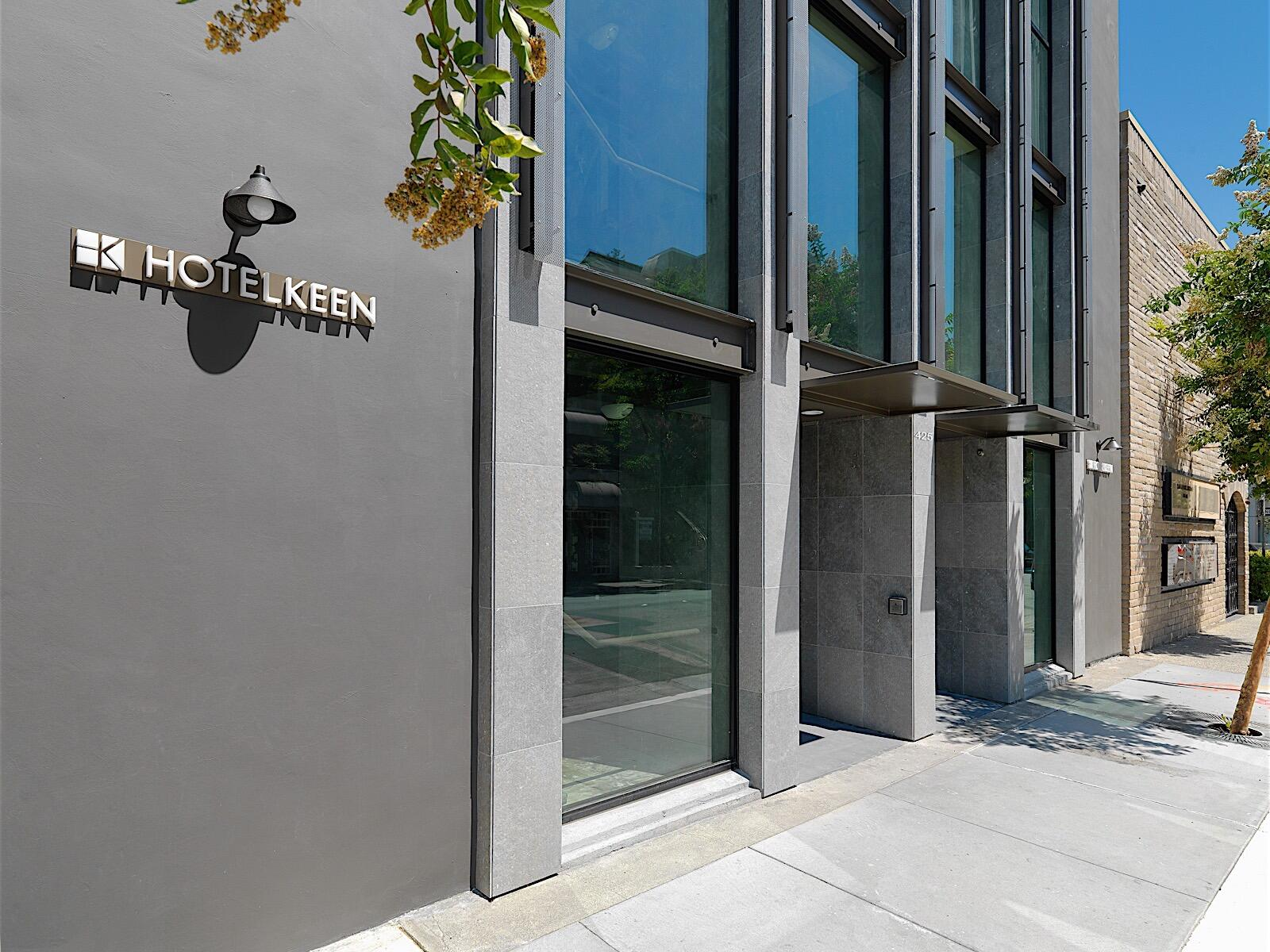 street entrance to Hotel Keen