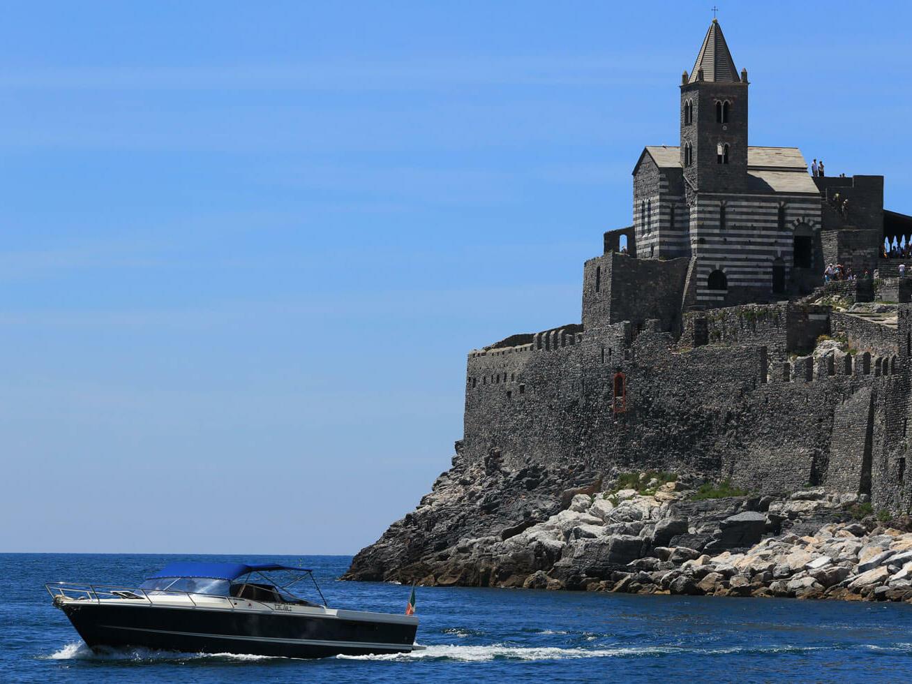 Church and moto boat -  Grand Hotel Portovenere
