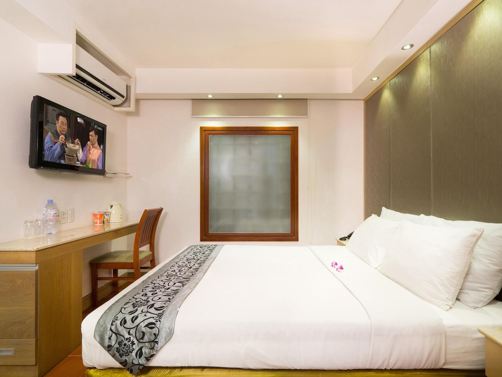 Standard bedroom with TV at Empress Hotel Saigon