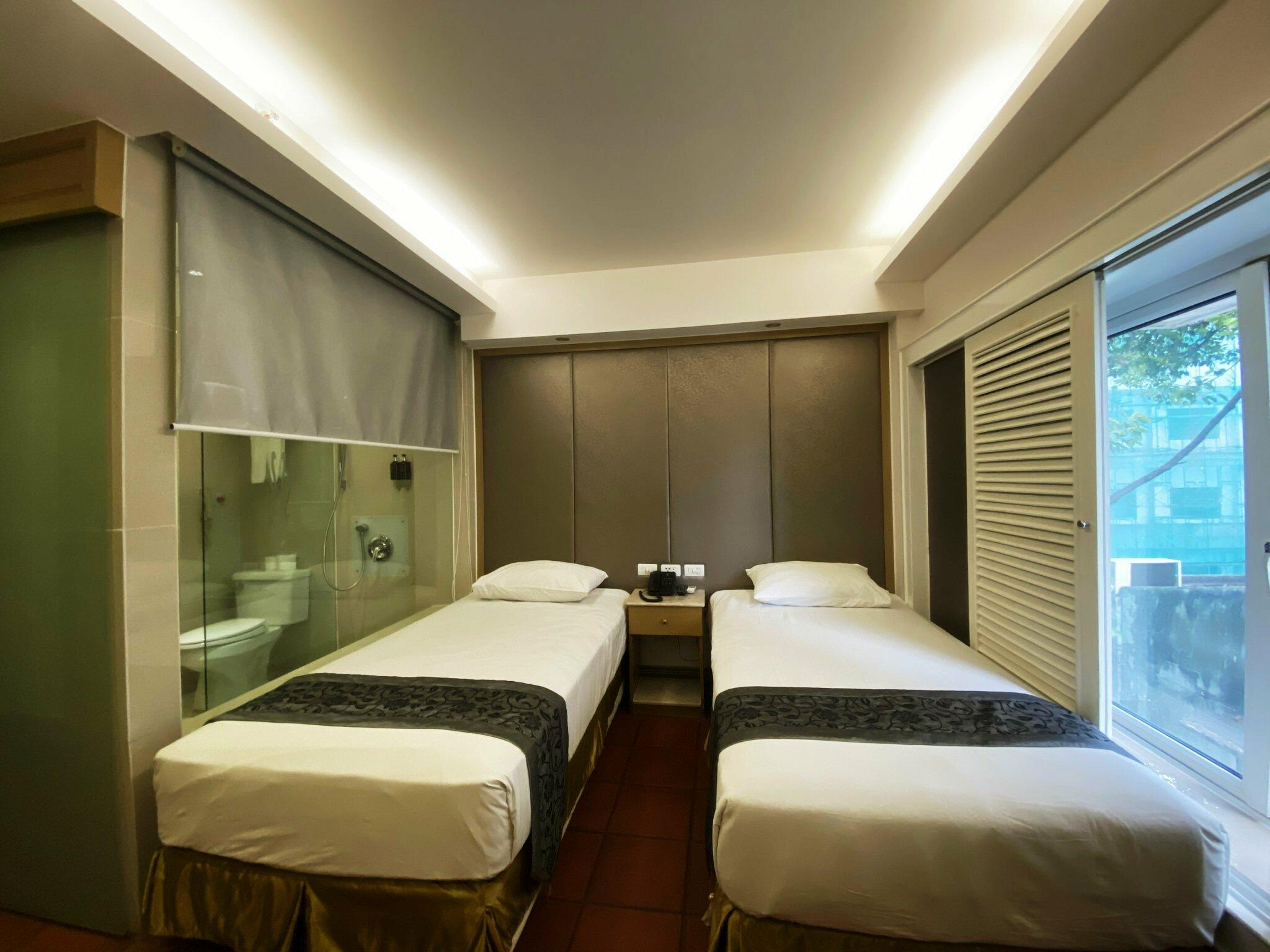 Superior room with Twin beds at Empress Hotel Saigon
