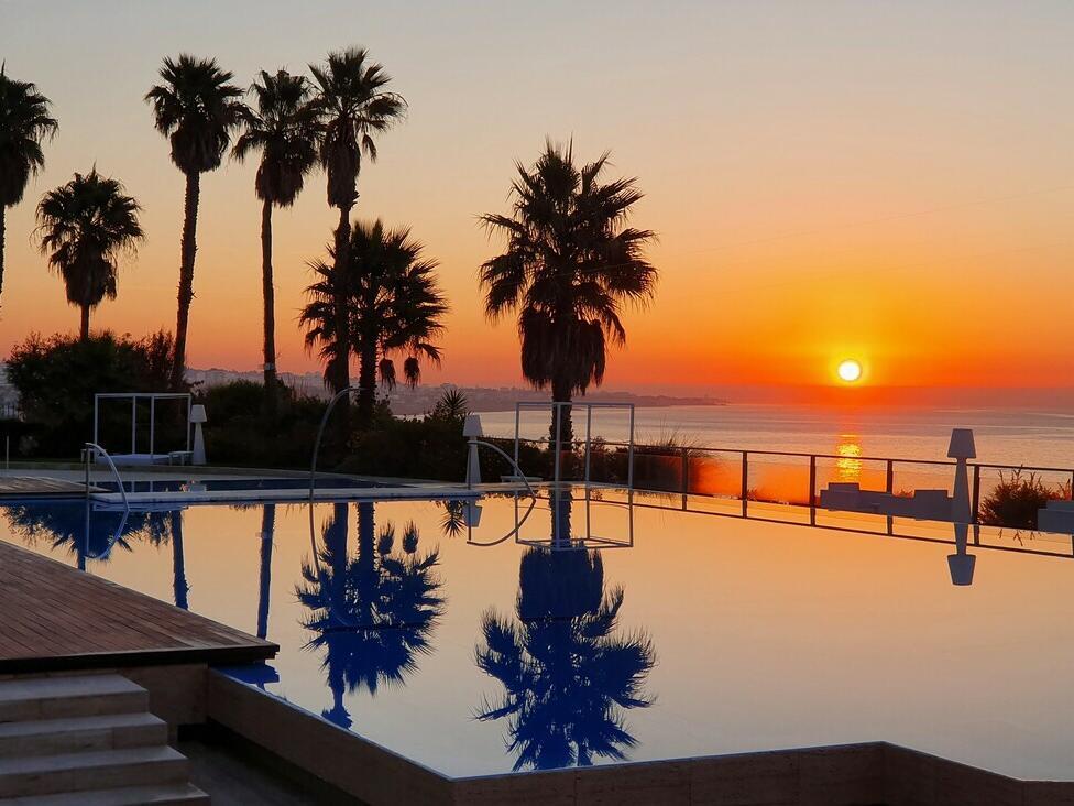 Attractive sun set can be seen at Hotel Cascais Miragem