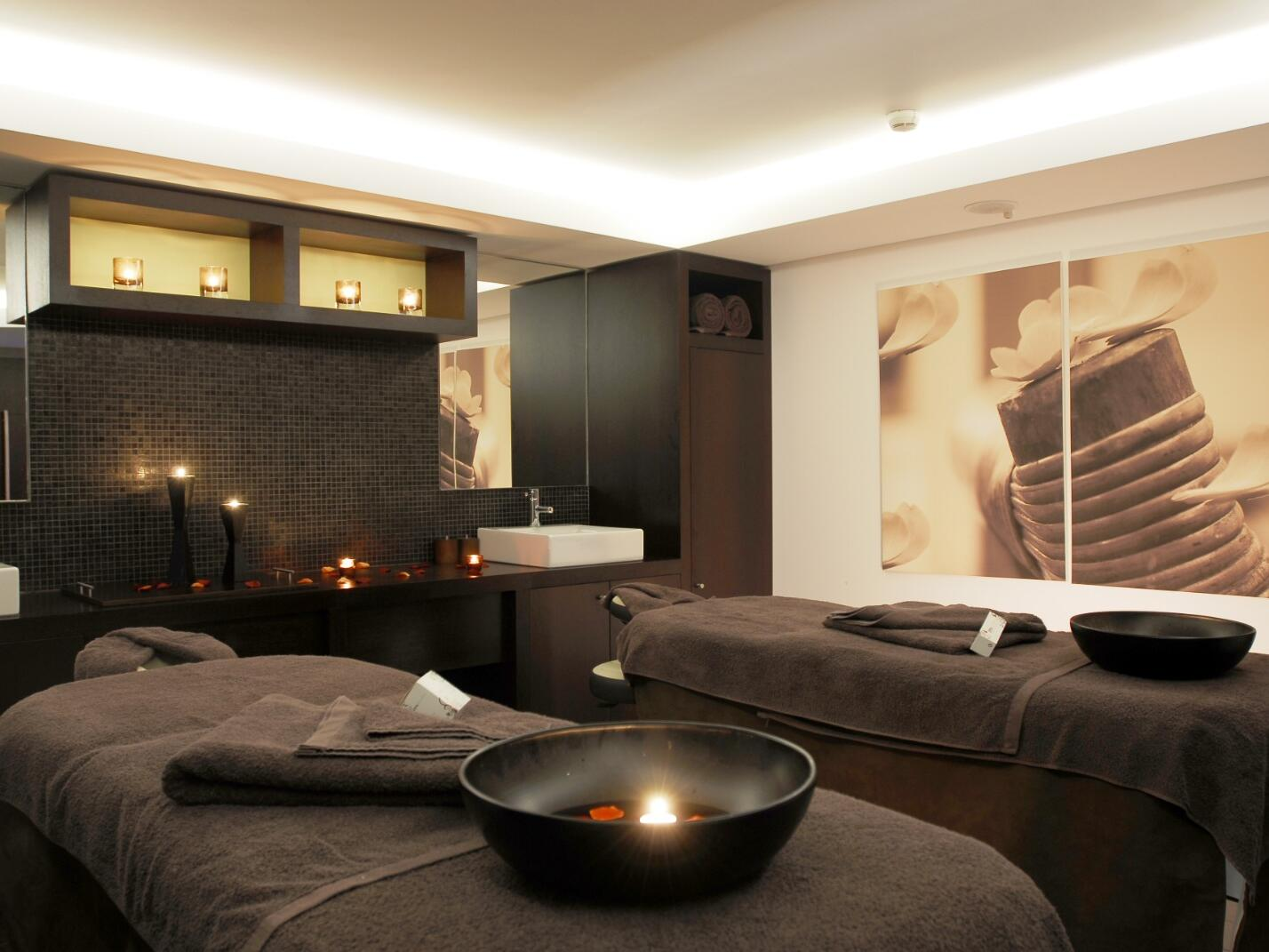 Massage beds in Spa for your service at Hotel Cascais Miragem