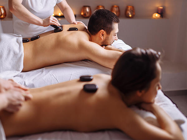 A couple having a treatment with rocks in spas at Hotel Sumaq