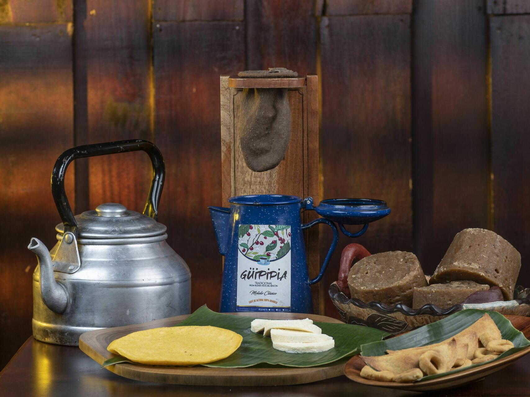 Snacks, Coffee Maker, and a Kettle at Buena Vista Del Rinco