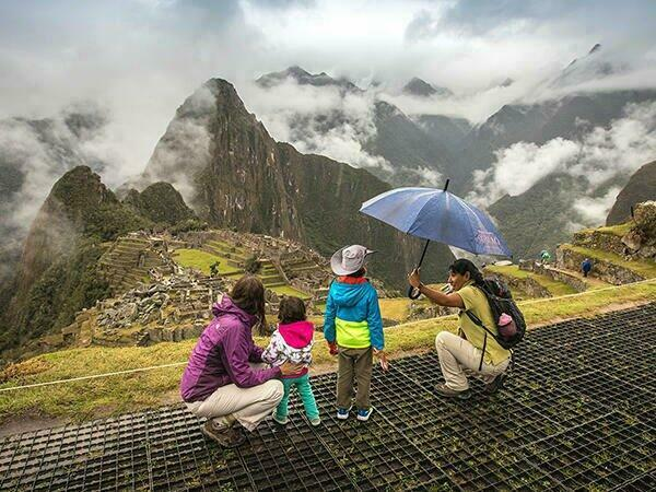 Family in Machu Picchu near Sumaq Hotel
