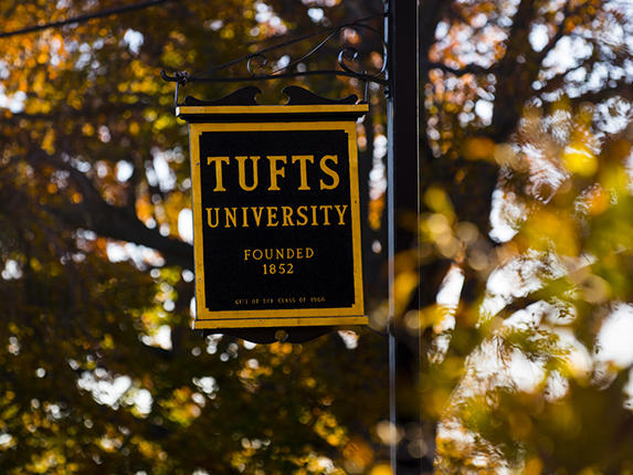 Lamppost banner for Tufts University