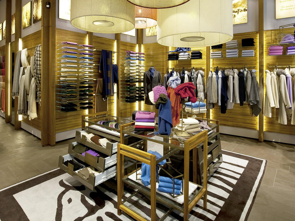 Shopping at the Colombo Cashmere Outlet