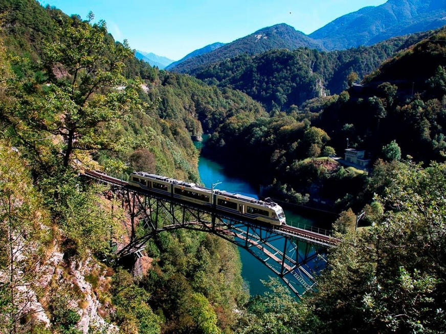 Day Train Trip through the Hundred Valleys