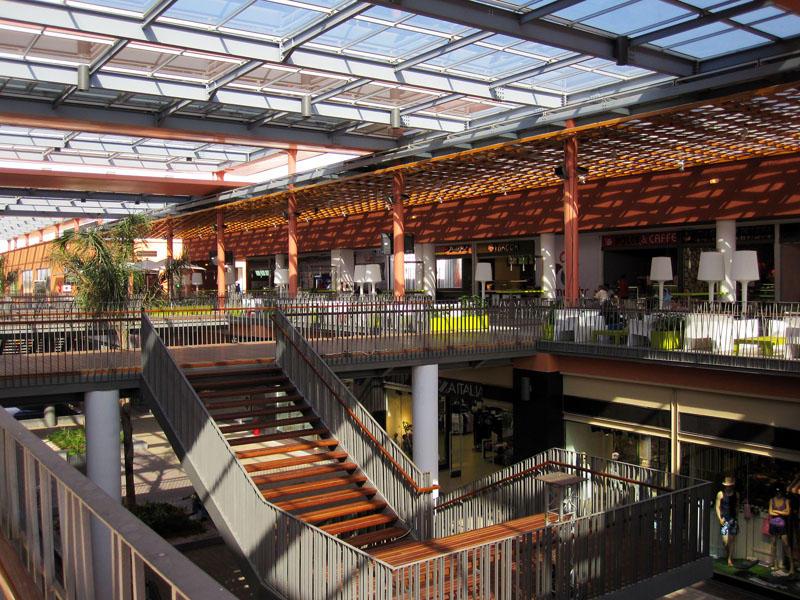 Commercial center ALMAZAR