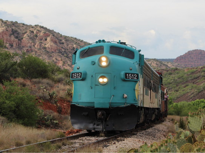 Train travelling Verde canyon railroad
