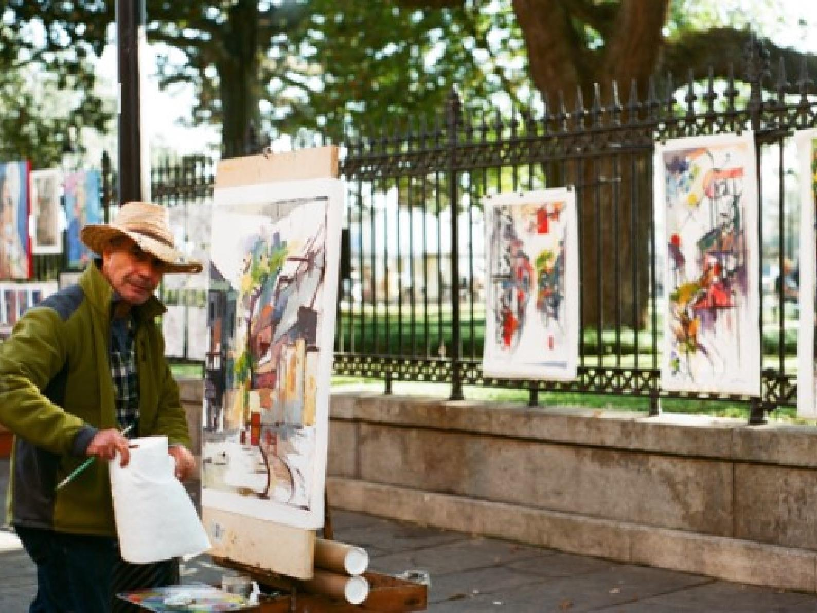 A street painter near the hotel