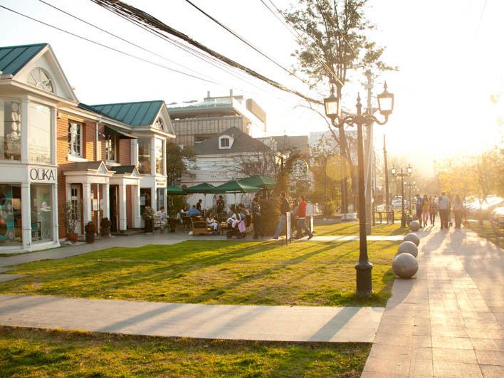 Alonso de Cordova Street near NOI Vitacura hotel